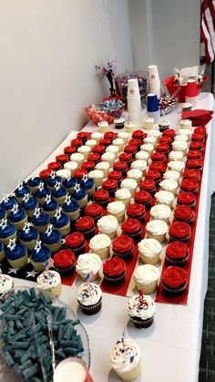 American Flag Cup Cake Display 4th Of July Cake, 4th Of July Desserts, Fourth Of July Decor, 4th Of July Celebration, 4th Of July Decorations, 4th Of July Party, Deployment Party, July 4th Wedding, American Flag Cake