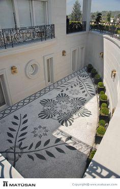 Pebble Floor, Pebble Mosaic, Mosaic Diy, Mosaic Garden, Outdoor Tiles Floor, Concrete Patio Designs, Parvis, Mosaic Tile Designs, Paving Stones