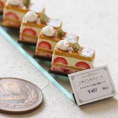 #miniature #food #minifood #cake Miniture Food, Miniture Things, Tiny Food, Fake Food, Polymer Clay Miniatures, Dollhouse Miniatures, Mini Cafe, Mini Mini, Mini Pastries
