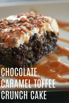 Toffee Crunch Cake Chocolate Caramel Toffee Crunch Cake - this is the BEST dessert! Chocolate Caramel Toffee Crunch Cake - this is the BEST dessert! Smores Dessert, Bon Dessert, Simple Dessert, Mini Desserts, Just Desserts, Delicious Desserts, Dessert Recipes, Poke Cake Recipes, Health Desserts