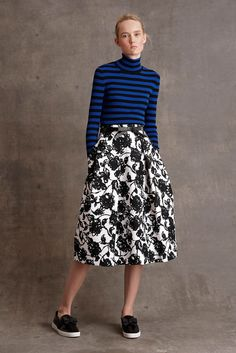Michael Kors Pre-Fall by muses Baby Jane Holzer, Winona Ryder and Taylor Swift; Michael Kors updated classic staples for his label's pre-fall… Michael Kors 2015, Michael Kors Collection, Fashion Week, Fashion Show, Fashion Design, Fashion Trends, Fashion Images, Runway Fashion, Mono Floral