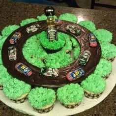Jack daniels cupcakes and NASCAR! If that ain't just two of my favourites put together! Nascar Cake, Nascar Party, Jack Daniels Cupcakes, Pull Apart Cake, Dessert Decoration, Diy Cake, Love Cake, Amazing Cakes, Cookie Decorating