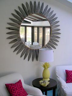 Weathered Sunburst Mirror made from an old picket fence . Diy Wall Art, Wall Decor, Spiegel Design, Starburst Mirror, Stoff Design, Diy Mirror, Mirror Bedroom, Mirror Ideas, Diy Molding