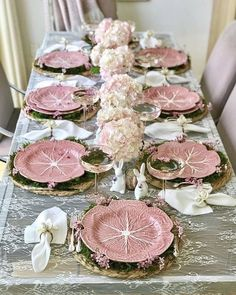 Easter eye candy tablescapes how to create jaw dropping easter tablescapes that are sure to impress Pink Table Settings, Easter Table Settings, Easter Table Decorations, Beautiful Table Settings, Decoration Table, Eye Candy, Table Arrangements, Holiday Tables, Christmas Tables