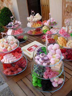 ▷ Candy Bar Para Bodas ⭐⇒ Ideas Para Una Mesa Dulce y Salada Candy Table, Candy Buffet, Dessert Table, Dessert Bars, Dessert Food, Bar A Bonbon, Candy Party, High Tea, Sweet 16
