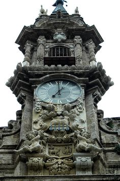 Iglesia Santos Juanes, València - Revista CheCheChe Beautiful Architecture, Beautiful Buildings, Architecture Details, Modern Buildings, Modern Architecture, Unusual Clocks, Cool Clocks, Outdoor Clock, World Clock