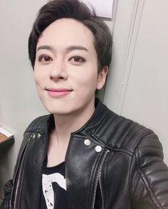 Donghyun [#BOYFRIEND] 일본에서 진행됐던 뮤지컬 <#마이버킷리스트> 마지막 공연 후 #베스트프렌드 에게 셀카를 전달해온 #강구 역의 #보이프렌드 #동현  마지막까지 응원해주신 베스트프렌드 모두 감사드립니다!