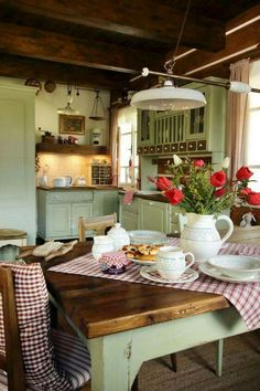 Over the years, many people have found a traditional country kitchen design is just what they desire so they feel more at home in their kitchen. Country Kitchen Farmhouse, Rustic Kitchen, Vintage Kitchen, Kitchen Decor, Vintage Farmhouse, Cozy Kitchen, Green Kitchen, Cottage Kitchens, Home Kitchens