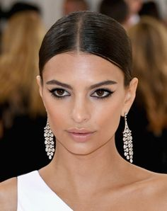 "Emily Ratajkowski attends the ""Manus x Machina: Fashion In An Age Of Technology"" Costume Institute Gala at Metropolitan Museum of Art on May 2, 2016 in New York City."