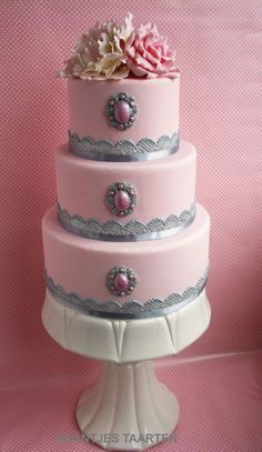 Beautiful cakes on pinterest cake central halloween for Amazing wedding cake decoration game