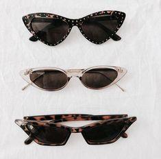 Sunglasses, Must have, Curt Kobain sunglasses, trendy , fashion, Oval sunglasses, oval sunnies, summer fashion, summer 2018, white sunglasses, black sunglasses, round , cat eye