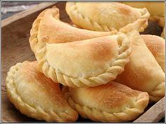 Cheese and Olive Empanadas is a delicious food from Bolivia. Learn to cook Cheese and Olive Empanadas and enjoy traditional food recipes from Bolivia. Mexican Food Recipes, Dessert Recipes, Mexican Desserts, Mexican Pastries, Dinner Recipes, Dessert Healthy, Spanish Recipes, Spanish Food, Drink Recipes