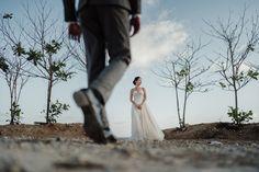 Pre Wedding Shoot Ideas, Pre Wedding Poses, Wedding Picture Poses, Pre Wedding Photoshoot, Indian Wedding Photography Poses, Couple Photography Poses, Wedding Photography Inspiration, Couple Photoshoot Poses, Shooting Photo