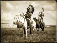 Native American Sioux Indian Chiefs on horseback. Photograph by Edward Curtis in Native American Photos, Native American Tribes, Native American History, American Indians, Indian Tribes, American Life, Native Indian, American Women, American Religion