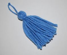 how to make a tassel Loom Weaving, Hand Weaving, How To Make Tassels, Crochet Scarves, Blackwork, Cross Stitch Embroidery, Tassel Necklace, Sewing Crafts, Needlework