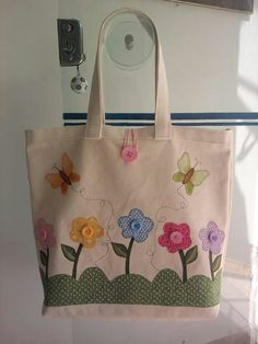 Flower bag- Bolsa flor Flower bag - Fabric flowers are great, … - My CMS Patchwork Bags, Quilted Bag, Diy Tote Bag, Reusable Tote Bags, Bag Quilt, Embroidery Bags, Flower Bag, Craft Bags, Jute Bags
