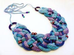 kötött nyaklánc kék és lila színekben / knitted necklace in blue and purple colors