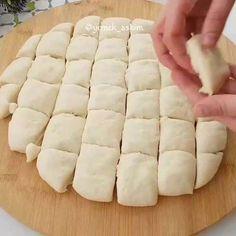 Çıtır çıtır pişiler yaptım, hiç yağ çekmedi Turkish Breakfast, Breakfast Items, Snacks, Hot Dog Buns, Ground Beef, Food Videos, Cupcake Cakes, Food And Drink, Cooking Recipes
