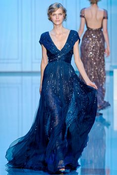 Telle la mer, ondulante, brillante, étincelante - robe fluide bleu nuit