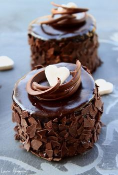 Here's for you the deliciously awesome Best Ever Mini Chocolate Cake. So just go and grab this recipe now! Pear And Almond Cake, Almond Cakes, Mini Chocolate Cake, Chocolate Desserts, Mini Desserts, Fancy Cake, Cupcake Recipes, Dessert Recipes, Pear Recipes
