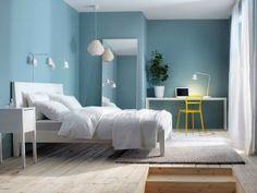 Cómo combinar paredes de color Azul Celeste Bedroom Green, Bedroom Colors, Bedroom Bed Design, Bedroom Decor, Herringbone Wallpaper, Woman Bedroom, New Room, Interior And Exterior, New Homes