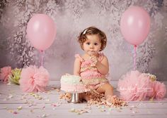 It is a fantastic way to celebrate birthday. Girl First Birthday, Beautiful Moments, Cake Smash, Photo Props, First Birthdays, Projects To Try, Flower Girl Dresses, Photoshoot, Babies