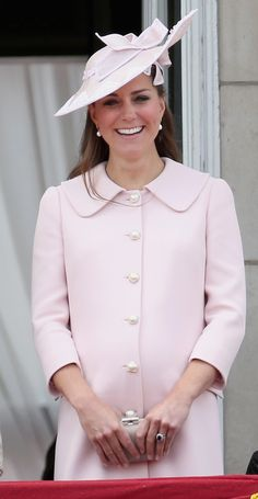 Kate Middleton looking pretty in pink maternity clothes <3