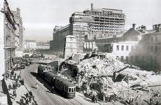 1934 год, Моховую улицу разносят в пух и прах и одновременно строится гостиница…