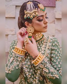 Today's Weddicted Bride 😍😍😍😗😗😗🤗🤗🤗 Makeup by Wedding Girl, Desi Wedding, Pakistani Bridal Jewelry, Hand Embroidery Dress, Beaded Embroidery, Indian Jewellery Design, Indian Fashion Dresses, Bridal Outfits, Bridal Portraits