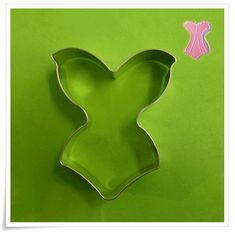 A South African supplier of silicone moulds/mold,biscuit cutters,flower cutters, cake decorating accessories, stencils and veiners Baker Shop, Vintage Baking, Decorative Accessories, Cookie Cutters, Vintage Shops, Biscuits, Cake Decorating, Cupcake, Dreams
