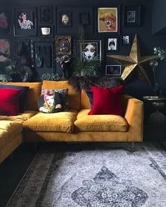 Find Out Who is Talking About Dark Eclectic Living Room and Why You Should Be Concerned - Home Professional Decoration Dark Living Rooms, Eclectic Living Room, Eclectic Decor, Home And Living, Living Room Designs, Eclectic Design, Red Living Room Decor, Red Wall Decor, Dark Rooms