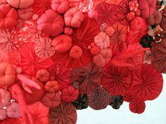 détail sculpture textile / Printemps Haussmann/ Paris, 2011 Emilie Faif