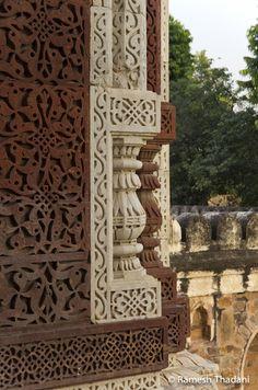Detail of sandstone and marble Qutb Minar Complex, Delhi Indian Temple Architecture, Mughal Architecture, Ancient Architecture, Art And Architecture, Human Sculpture, Buddha Sculpture, Delhi Sultanate, Pooja Room Door Design, Famous Monuments