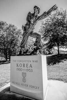 Statue in honor of soldiers that fought in the Korean War, Veterans Memorial Highway, Hauppauge, NY (08/23/2016)