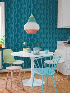 Eco Reflections – the perfect meeting of respectful nostalgia and relaxed contemporary design. Dining Chairs, Dining Table, Estilo Retro, Original Wallpaper, Graphic Patterns, Color Azul, Contemporary Design, The Selection, Reflection