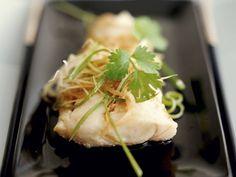Gedämpfter Fisch im Kantoneser Stil mit Koriander ist ein Rezept mit frischen Zutaten aus der Kategorie Meerwasserfisch. Probieren Sie dieses und weitere Rezepte von EAT SMARTER!