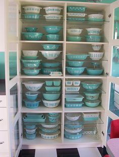 want these... desperately want all of these!!!!  vintage pyrex turquoise butterprint bowls... O M G!