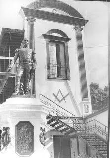 MICROCUENTOS DE ANGOSTURA / Américo Fernández: La Estatua de Bolívar en la Logia