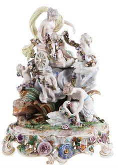 Impressive Meissen porcelain mythological group with Venus in chariot in the clouds above a rock, surrounded by nymphs and angels with flower garlands and swans. Mark underneath base. <br> 57 x 46 x 40 <br><br> Imposante groep in meerkleurig beschilderd porselein in de stijl van Meissen, met voorstelling van Venus in triomfwagen in de wolken boven rots, omringd door nimfen en engeltjes met bloemenslingers en zwanen. Gemerkt onderaan.  <br> 57 x 46 x 40 <br><br> Groupe en porcelaine à décor…