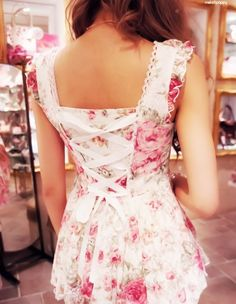 I would totally wear this. I find it very feminine and girly.