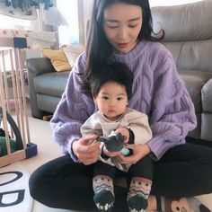 Image may contain: 2 people, people sitting Cute Asian Babies, Korean Babies, Asian Kids, Cute Babies, Father And Baby, Mom And Baby, Baby Kids, Cute Family, Family Goals