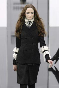 Chanel at Paris Fashion Week Fall 2009 - Runway Photos