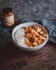 Tofu süss sauer / tofu sweet & sour  #vegan #plantbased #healthy #easyrecipe #quickrecipe #pflanzlich #gesund #schnellerezepte #einfacherezepte #lowwaste #zerowaste #velvetandvinegar Vegan Recipes, Cooking Recipes, Latest Recipe, Tofu, Vinegar, Velvet, Healthy, Breakfast, Instagram