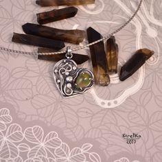 StrelKa -Авторские украшения в технике Wire Wrap    Эфиопский опал....  Миниатюрный серебряный кулон в виде сердечка. Центром композиции является опал из Эфиопии очень интересной окраски - цвета майской зелени с яркими красными искрами!  Видео камня по запросу.  Размер: 25 х 25 мм.    Цена 3650 р.