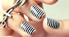 Essie Licorice & White / The Black Stripes (pshiiit) Love Nails, How To Do Nails, Pretty Nails, Fun Nails, Sexy Nails, Nail Art Stripes, Striped Nails, White Nails, Black Stripes