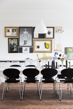 Dining room in a Malmö apartment via My Scandinavian Home. Decoration Inspiration, Dining Room Inspiration, Interior Inspiration, Decor Ideas, Scandinavian Furniture, Scandinavian Home, Scandinavian Apartment, Sweden House, Turbulence Deco