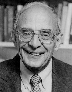 Chris Argyris  Nascido em 16 de Julho de 1923 nos Estados Unidos da América, Chris Argyris é considerado como uma das maiores autoridades mundiais no campo do comportamento organizacional. Foi ele o precursor do conceito de organizações em aprendizagem (ou learning organization), mais tarde popularizado por Peter Senge, conceito este que descreve uma organização em permanente aprendizagem.