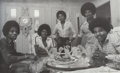The Jacksons - 1978 - Chris Walter Photoshoot - Cuteness in black and white ღ… Michael Jackson, Tito Jackson, The Jackson Five, Jermaine Jackson, Jackson Family, Fred Wilson, Maybe Tomorrow, African American Culture, The Jacksons