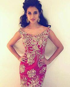 Disha looking Beautiful Indian Celebrities, Bollywood Celebrities, Bollywood Actress, Disha Patni, Senior Girl Poses, Indian Bollywood, Photos Of Women, Beautiful Actresses, Indian Beauty
