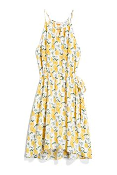 This looks so easy-breezy. Love the cut and pattern of this dress.
